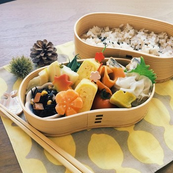 beautiful japanese bento lunch box japanese furoshiki is eco wrapping. Black Bedroom Furniture Sets. Home Design Ideas